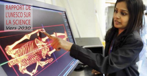 Dr Kastoori Karupanan démontre l'utilisation de l'autopsie digitale, Kuala Lumpur hospital. © Bazuki Muhammad/Reuters