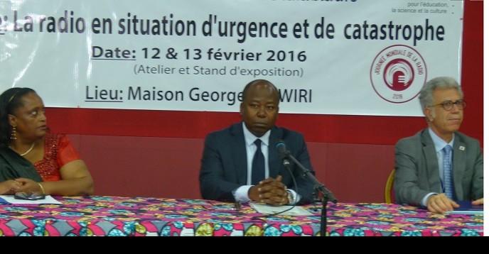 Le Ministre de la communication entouré du Représentant de l'UNESCO et de la Coordonnatrice du SNU au Gabon