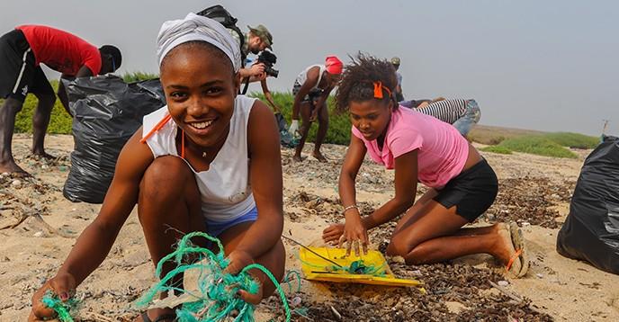 Maio Biosphere Reserve (Cabo Verde) beach cleanup © Jeff Wilson FFI