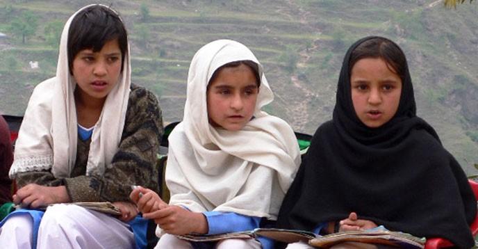 au pakistan un programme sur le droit l ducation vise scolariser 50 000 filles vivant dans. Black Bedroom Furniture Sets. Home Design Ideas